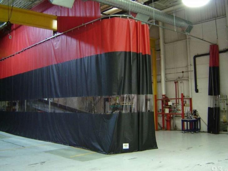 Штора завеса с прозрачной вставкой из ткани ПВХ Китай 630 г/м2
